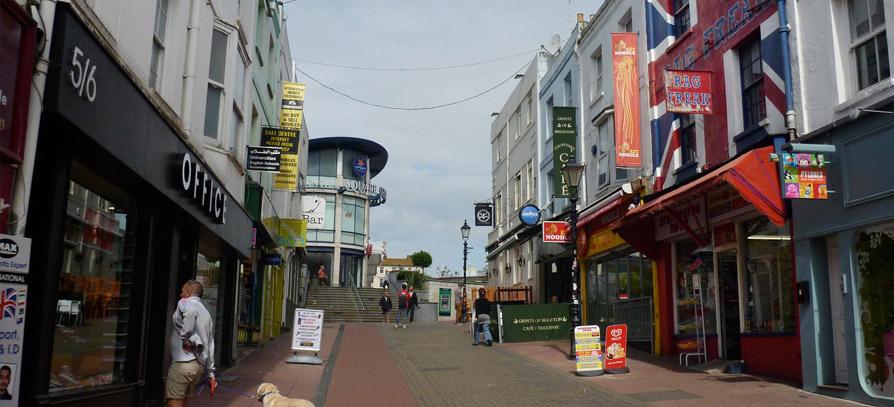 Nyári táborok Brightonban / NoVa Experience
